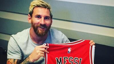 Messi con la 10 de Chicago Bulls