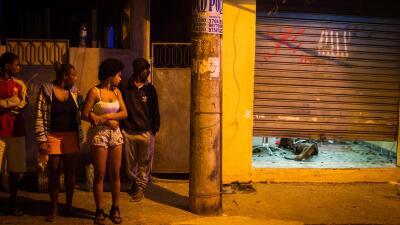 El año pasado 1,702 personas murieron asesinadas en la Baixada Fluminens...