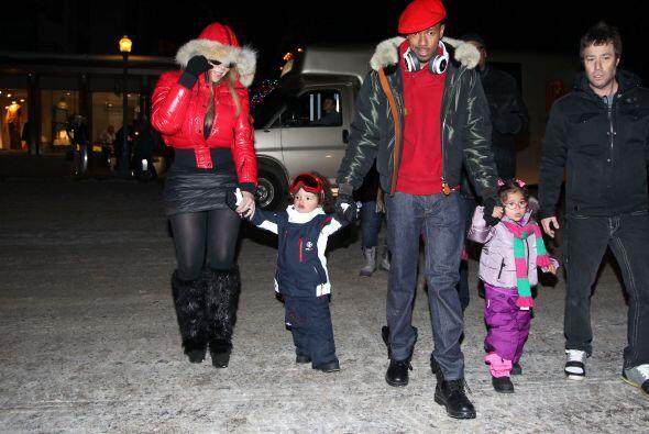 Lo sentimos mucho por sus pequeños. Eran una bonita familia.