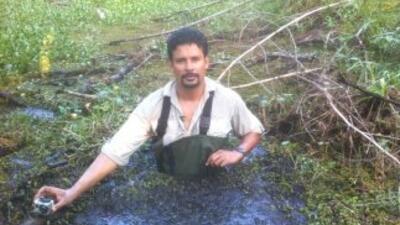 Víctor Hugo Saavedra se metió en el pantano donde se perdió el profesor...