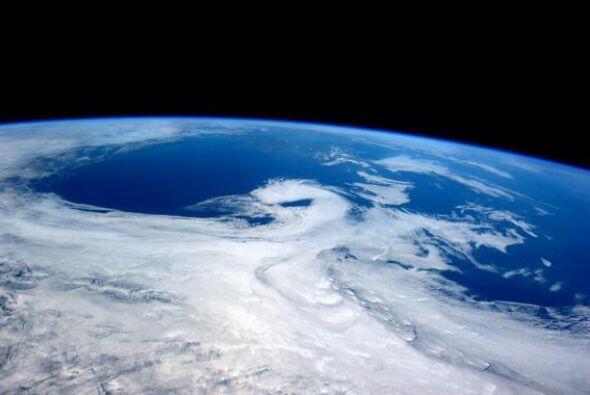 Nubes rebeldes con Irlanda en el horizonte. Fotos de Reid Wiseman
