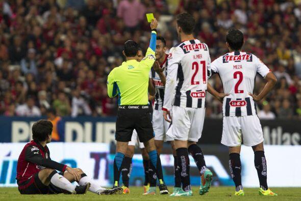 Antes de irse al descanso, Jesús Zavala, de Monterrey, recibió un cartón...