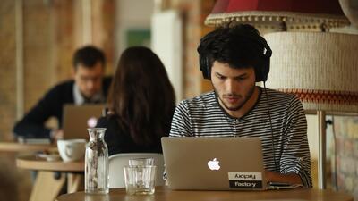¿Cómo afectan las redes sociales la salud mental de los jóvenes?