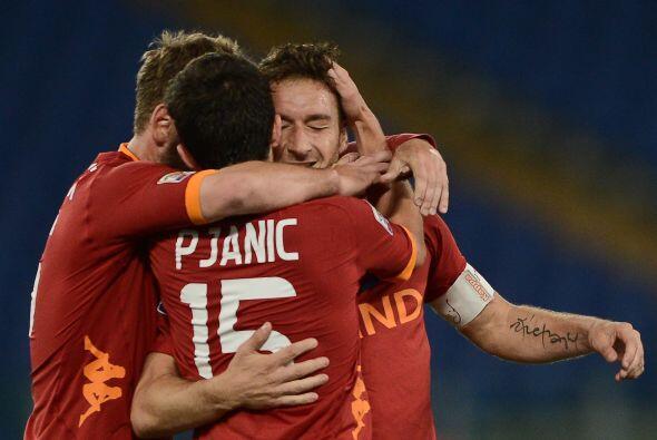 El capitán de la Roma disputó su partido 500 como profesional, todos con...