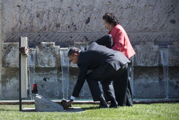 Antes de su discurso formal en 2012, el Obama visitó la tumba del...