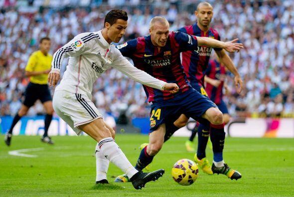 Cristiano Ronaldo se movía por diferentes sectores buscando su oportunidad.