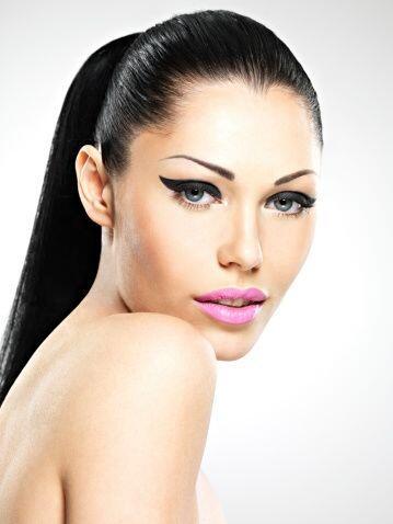 ¡Lograr un maquillaje fabuloso únicamente usando tu delineador de ojos e...