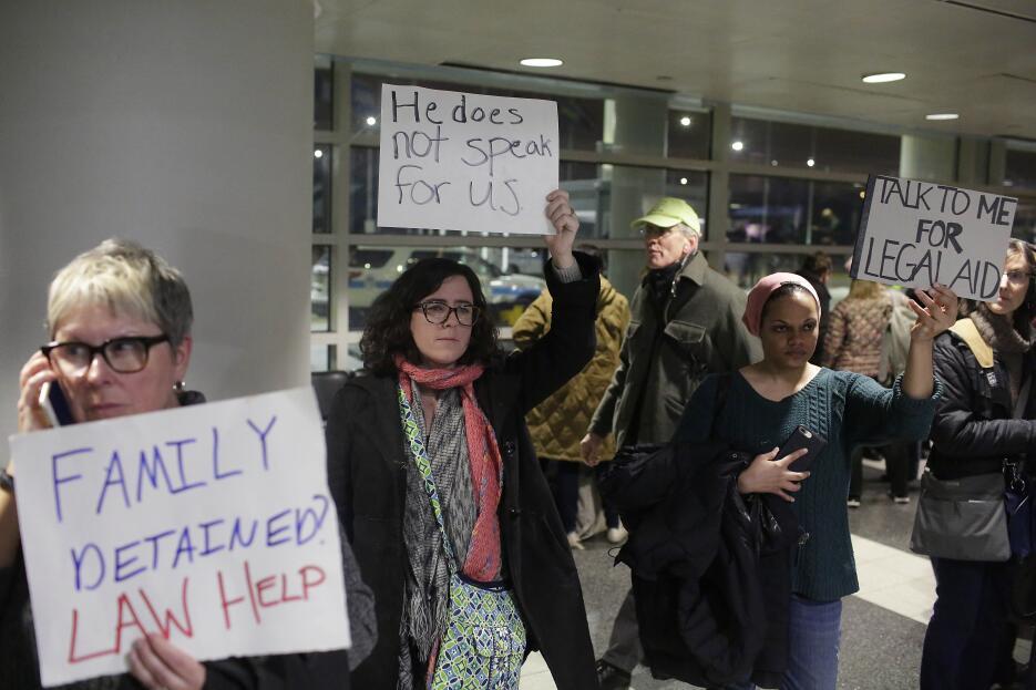 Protestas en Aeropuerto O'Hare para liberar a detenidos