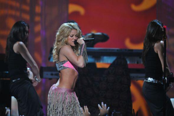Otra que es pura candela y una de las más aplaudidas es Shakira.