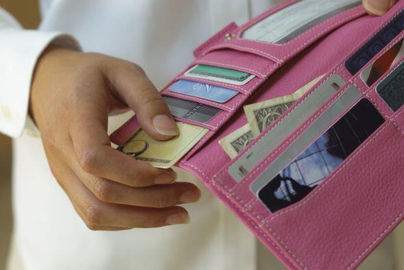 Además de lo todo lo que hay dentro de ella, credenciales, tarjetas y  p...