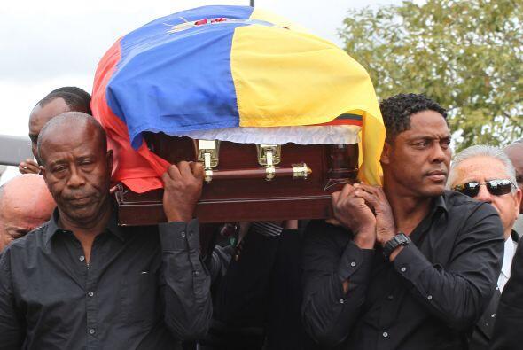El padre de Benítez y su suegro, Cléver Chalá carga...