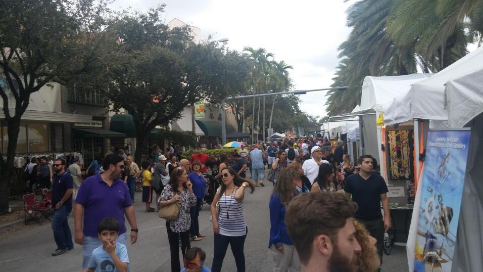 Miles de personas asistieron al Carnaval on the Mile 2016 donde una gran...