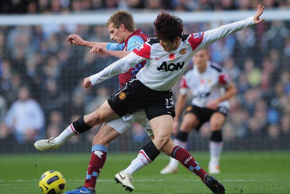 Manchester United logró un importante empate ante el Aston Villa...