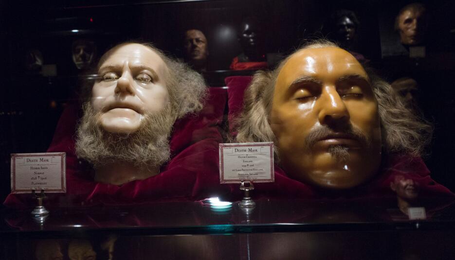 Cada rostro en cera, de una figura famosa o no, cuenta algo de su historia.