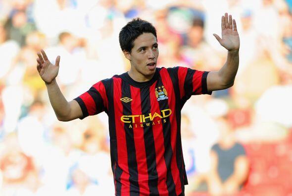 El talentoso jugador, Nasri, festejó con el público.