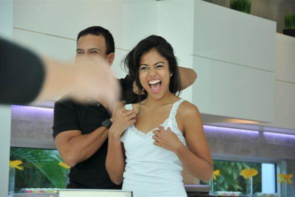 Su sonrisa contagió a Armando Correa y su equipo.