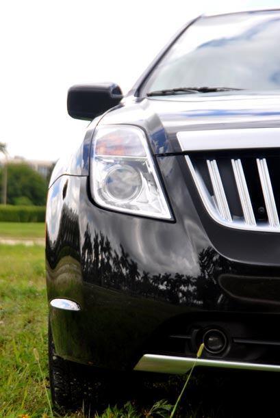 El auto sufrió un rediseño que se nota sobre todo en la parte frontal y...