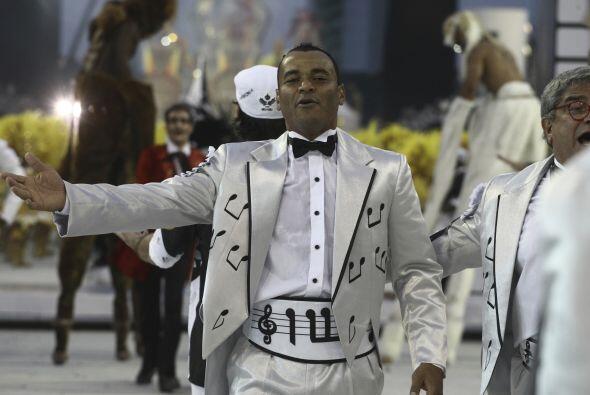 Otro de los personajes del fútbol de Brasil que enmarcan el carnaval de...