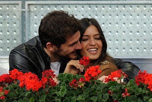 Desde 2010 Sara es pareja del portero de la Selección Española, Iker Cas...