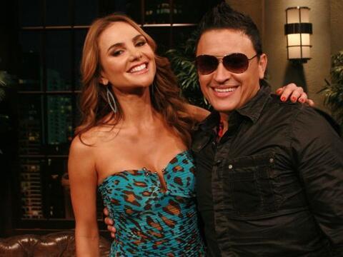 La modelo y conductora colombiana Ximena Córdoba  y el cantante E...