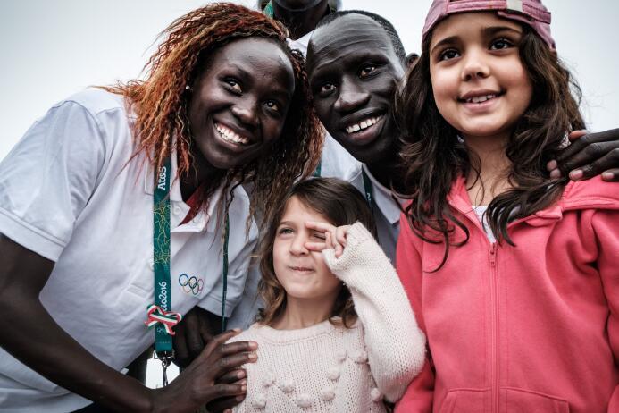 En el campo de refugiados de Kakuma, en Kenia, Chiengjiek se unió a un g...