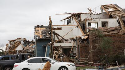 Decenas de residentes del norte de Texas se quedan sin hogar tras el paso de una serie de tornados