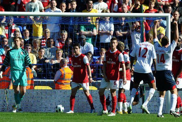 Pero no fue en favor del Arsenal. Bolton se adelantó por conducto de Dan...