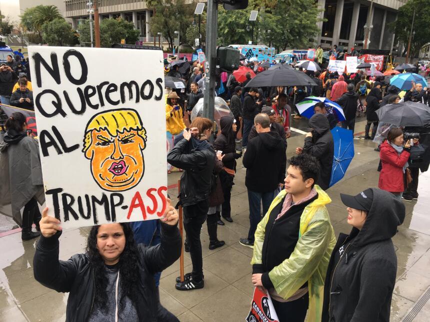 Caricaturas con el rostro de Trump abundaron en las manifestaciones.