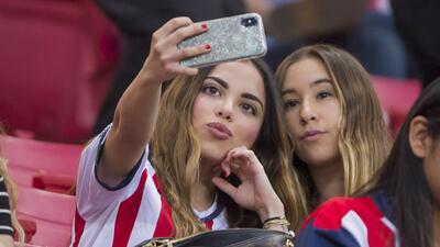 La belleza que acompaña siempre a Chivas en el estadio Akron