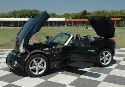 El solstice en muchos sentido se siente como un mini Corvette.