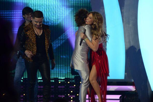Los jueces corrieron a saludar a Thalía.