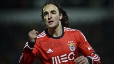 El serbio continuará su carrera en el fútbol inglés.