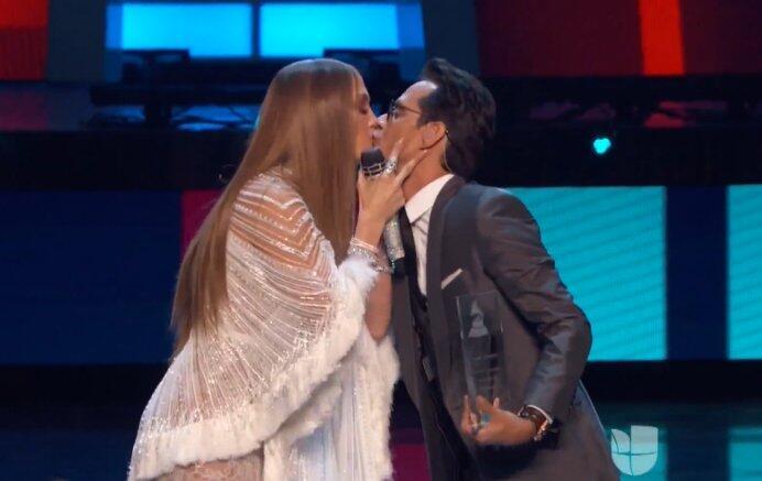"""""""Voy a besarte ya mismo"""". Eso le dijo Marc Anthony a JLo al besarla en l..."""