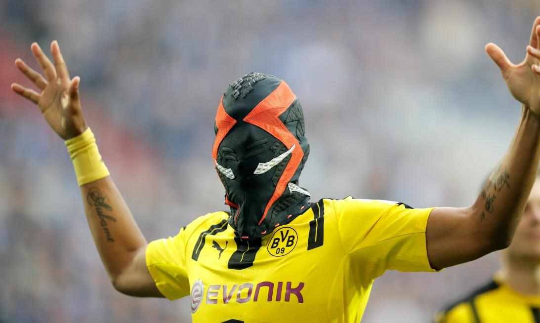 Los dolores de cabeza que le da Aubameyang al departamento de marketing...
