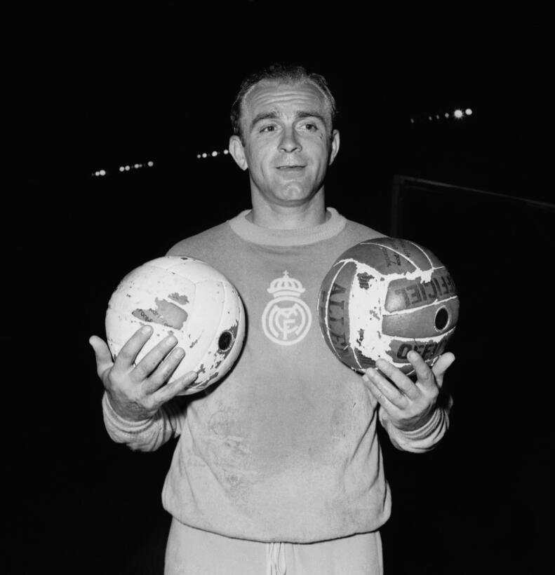 Grandes figuras del fútbol que no fueron a ningún Mundial D Stefano 2.jpg