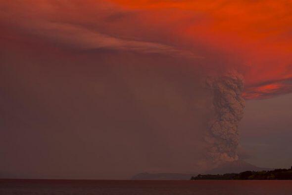 El Cabulco entró en erupción desde el miércoles, por lo que las autorida...