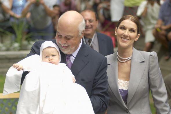 Después de muchos intentos de fertilización in vitro, Celine Dion recibi...
