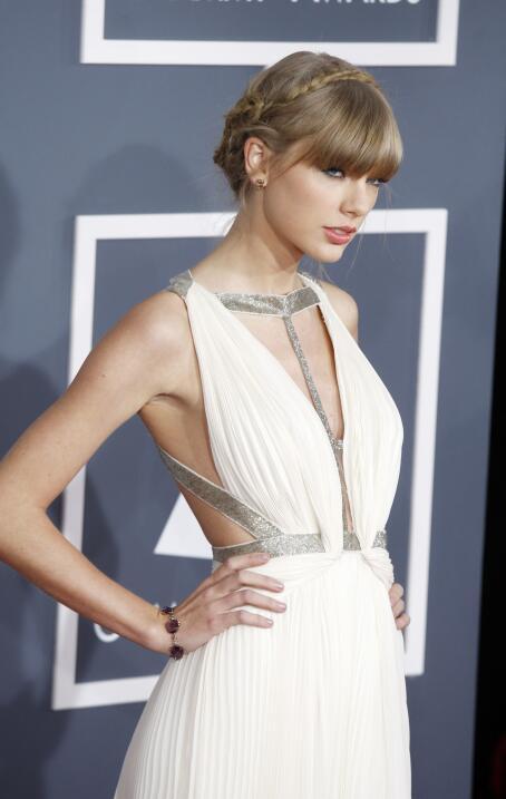 Taylor Swift en la alfombra de la 55 entrega de los Grammy el 10 de febr...