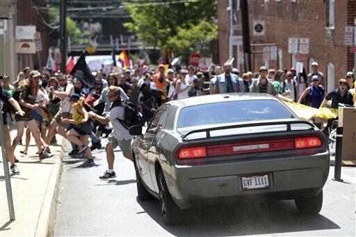 Una pequeña Charlottesville en Nueva York: Símbolos nazis y racistas ate...