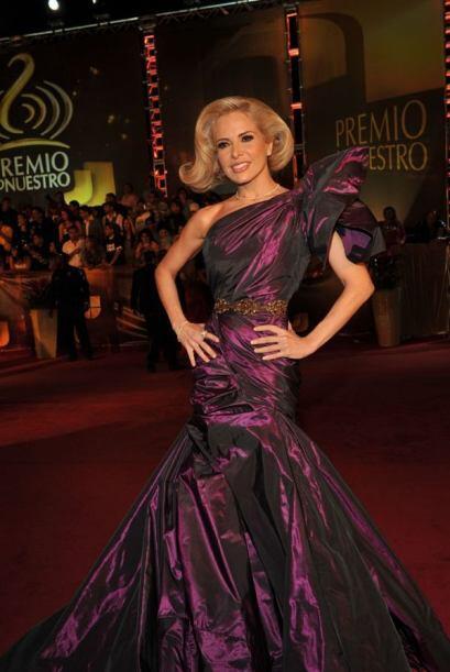 Gloria Trevi combinó su personalidad alocada con un vestido que le queda...