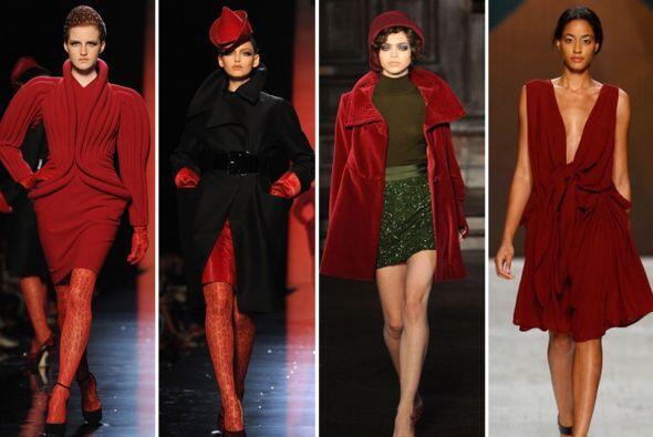 Enamora y atrae a todos con el color característico del invierno: el roj...