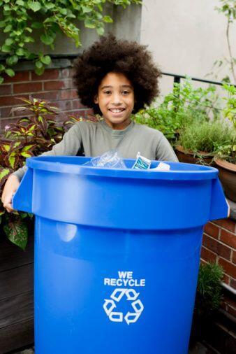 Una parte importante del reciclaje es separar los materiales de antemano...