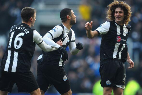 Leon Best puso el 1-0 para el Newcastle.