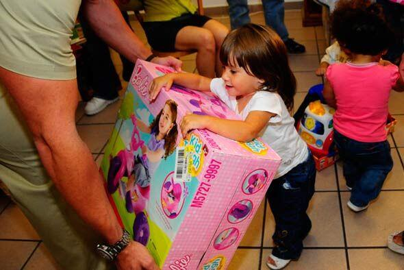Gracias al apoyo los niños pudieron gozar de sus regalos.