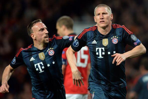 Bastian Schweinsteiger, uno de los líderes del cuadro teutón, marcaba el...