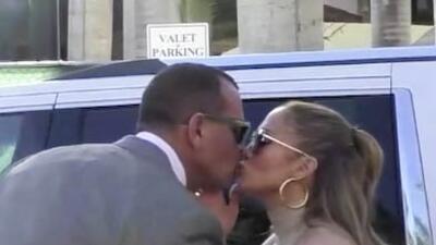 ¿Más cerca la boda? Jennifer López y Alex Rodríguez 'pasean' por joyerías de Miami