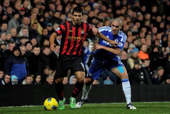 Sergio Agüero fue nulificado por la zaga del Chelsea.