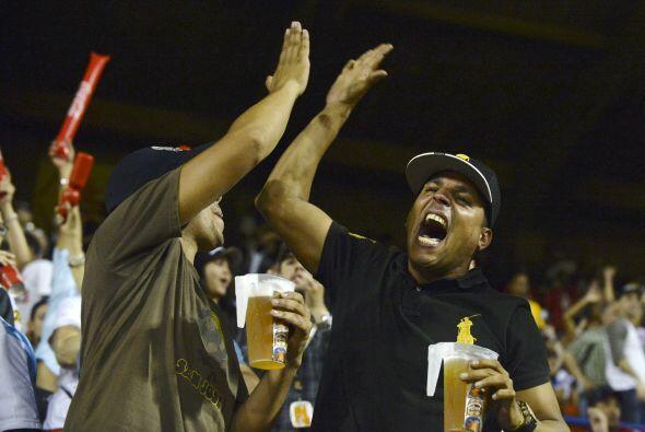 Venezuela logró imponerse en béisbol por 4-3 en un emocionante juego cor...