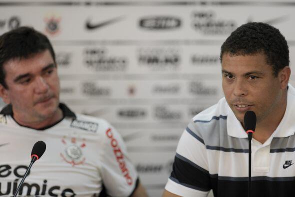 Ronaldo también fue acompañado por el presidente del Corinthians, Andres...