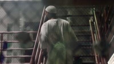 Los cinco presos afganos liberados de la prisión de Guantánamo eran alto...